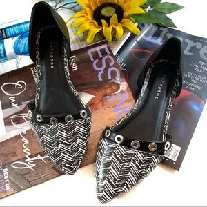 Metaphor Studded Tula Pointed Pointy Toe Flats